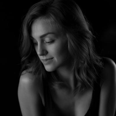 Tessa Harnetiaux Nude Photos 45