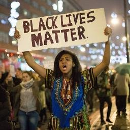 Mulher negra segura cartaz do Black Lives Matter