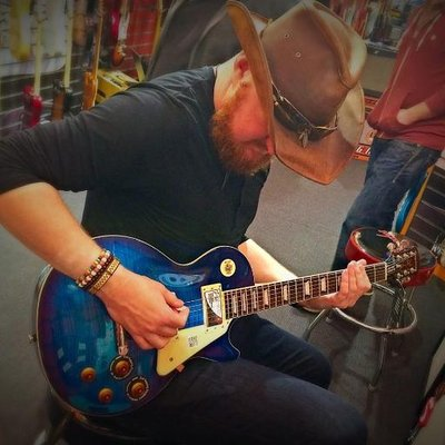Andrew Fairlie playing a blue Epiphone Les Paul