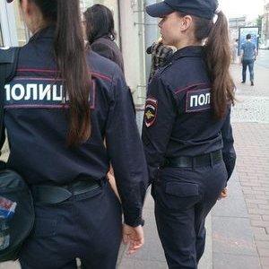 русская девушка из полиции нагнулась едете другой