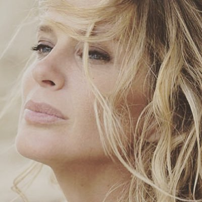 RACHEL HUNTER Social Profile