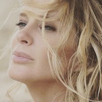 RACHEL HUNTER | Social Profile