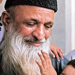 Edhi4nobel Tehminadurrani A Mirror To The Blind As A Child Edhi Was Encouraged To Share His Pocket Money With The Poor T Co J3wxviowbq