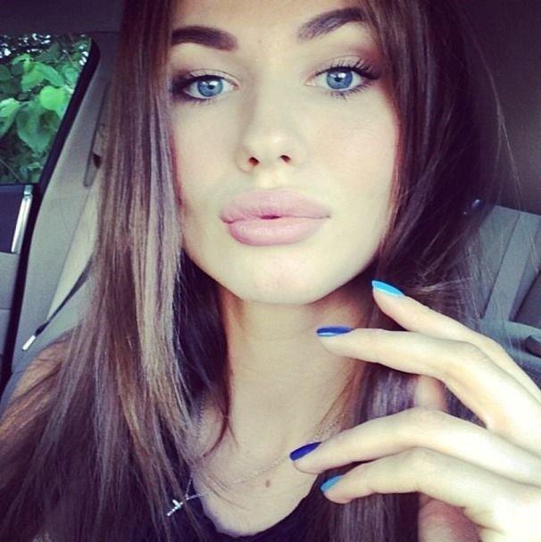 Pretty brunettes on instagram