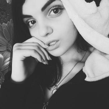 Karina bondarenko красивые девушки на работе скучают