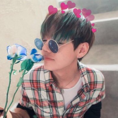 taehyung with hearts taewithhearts twitter