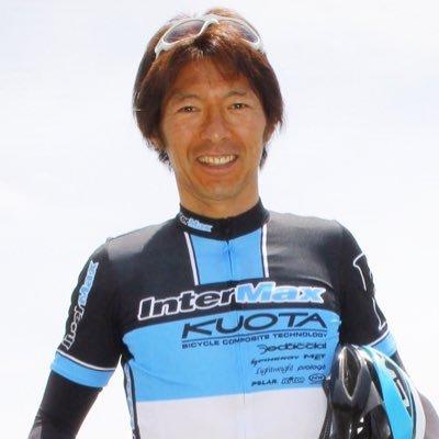 タイヤが冷えていてグリップしない状態でも、このドライビング❗️ 自分のレース後にトップドライバー、松田次生さんの横に乗ってきました。富士山も綺麗に写っています   https://t.co/smigxiq8CZ