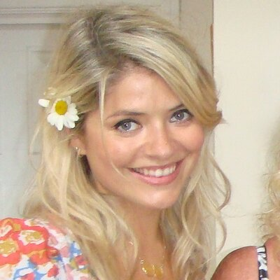 Holly Willoughby (@hollywills )
