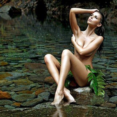 Sarah Nicholson  nackt