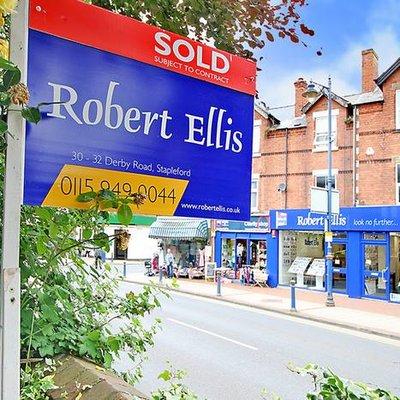 Robert Ellis (@RobertEllisEA) Twitter profile photo