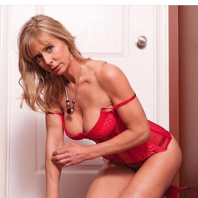 Milf beauty right here