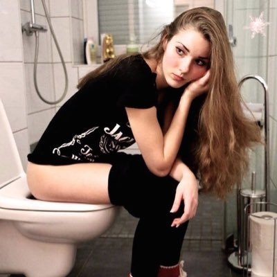sexy girls in toilet