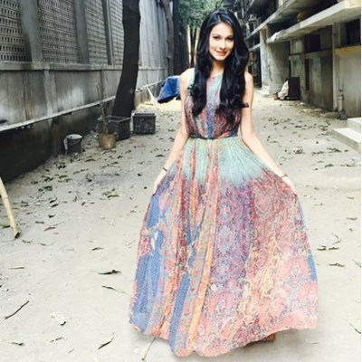 Aneri Vajani's Twitter Profile Picture