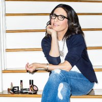 Bobbi Brown Social Profile
