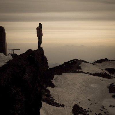 おはようございます! 今朝は台風一過の朝焼けになりました☺  1焼けの時間はなんとか富士山が見えていましたが、2焼けのときには雲が掛かってしまいました。 なかなか上手くいかないのが、富士山です。  昨日観測された初冠雪も見えていま… https://t.co/UDptf15vYF