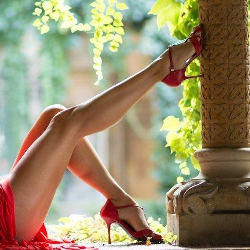 @Lover_of_Legs