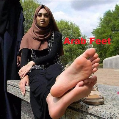 Can help arab hijab feet and soles