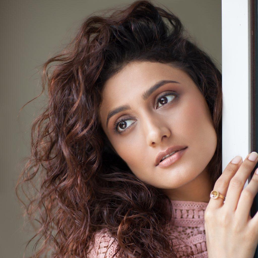 Watch Ragini Khanna video
