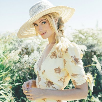 Beth Behrs | Social Profile