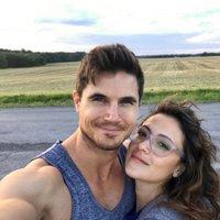 Robbie Amell (@RobbieAmell) Twitter profile photo