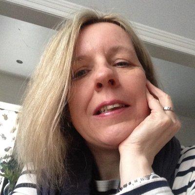 Sara Down-Roberts (@minyfron) Twitter profile photo