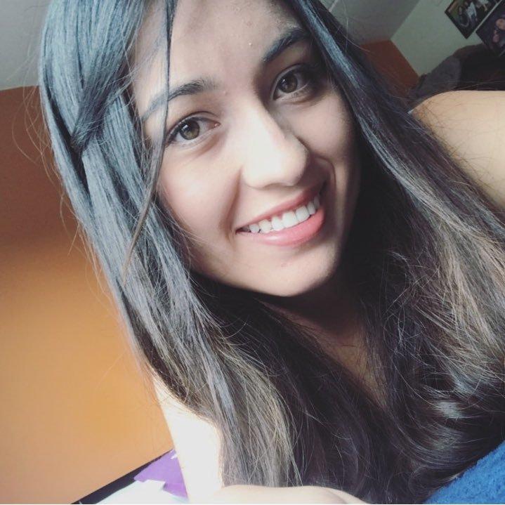Alejandra Angulo  👟  💚