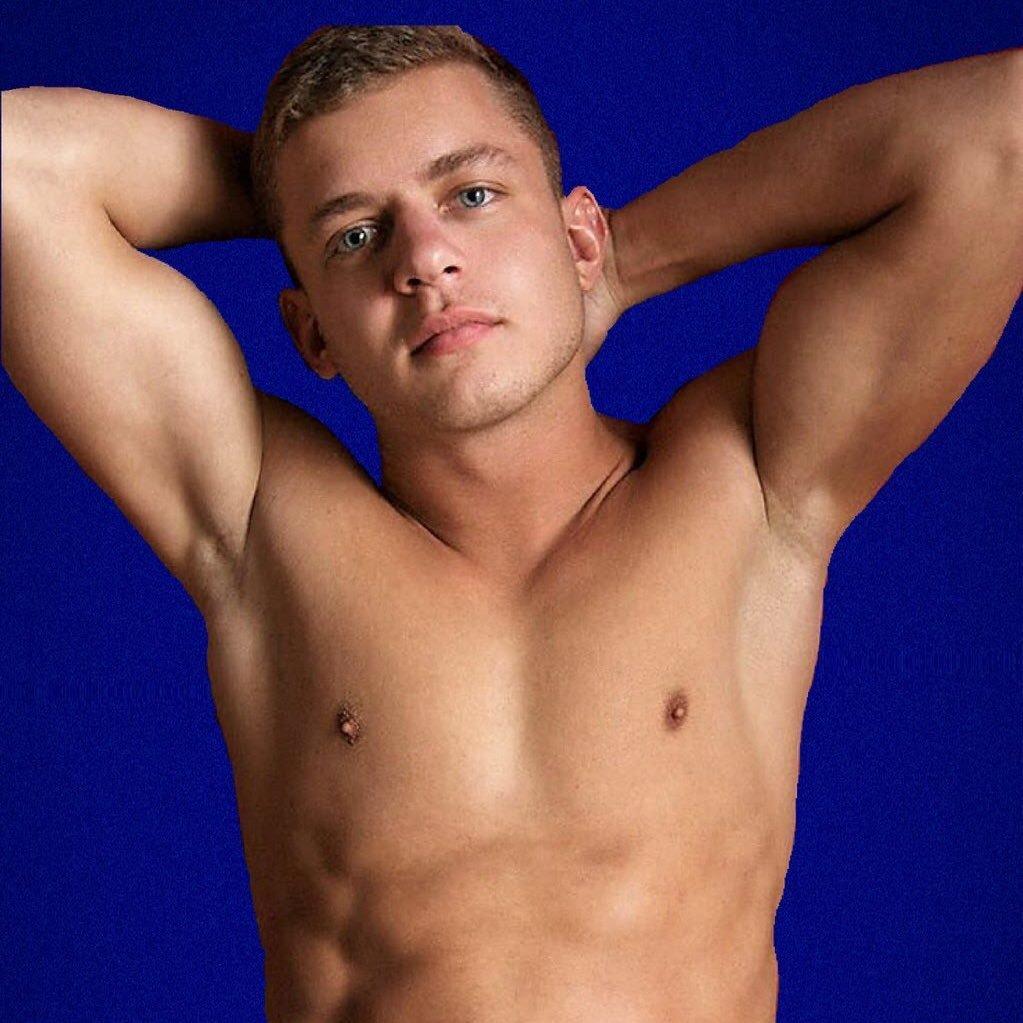Yummy latino bodybuilder