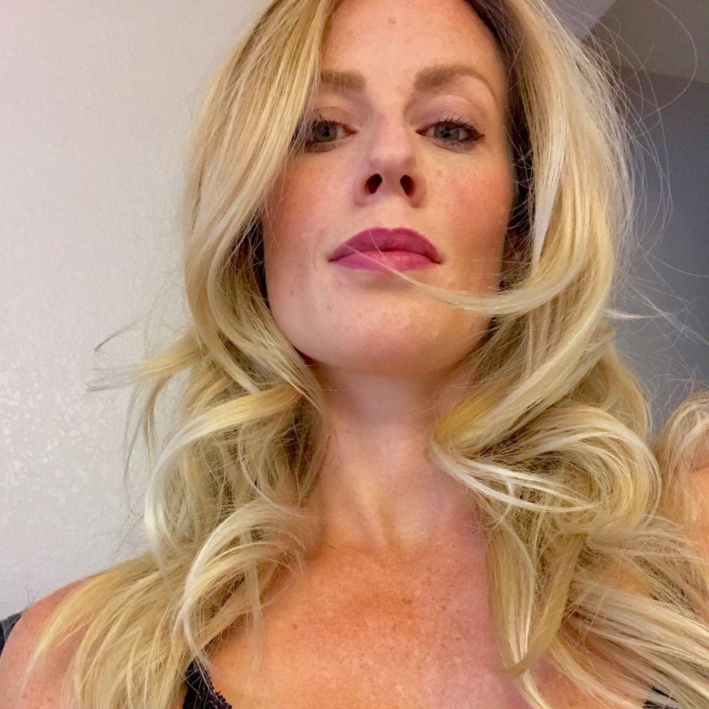 Lisa Mitchell (actress) foto