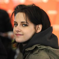 KristenStewart_TH_Fans