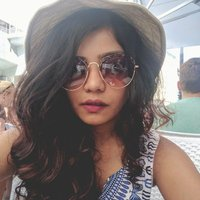 Arushi Kapoor (@curlmoohi) Twitter profile photo