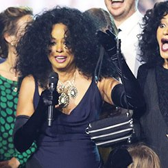 ee0b92f09f49 Diana Ross' Fanny Pack on Twitter: