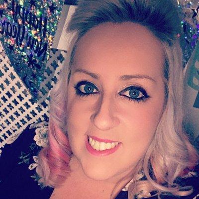 Laura Davis's Twitter Profile Picture