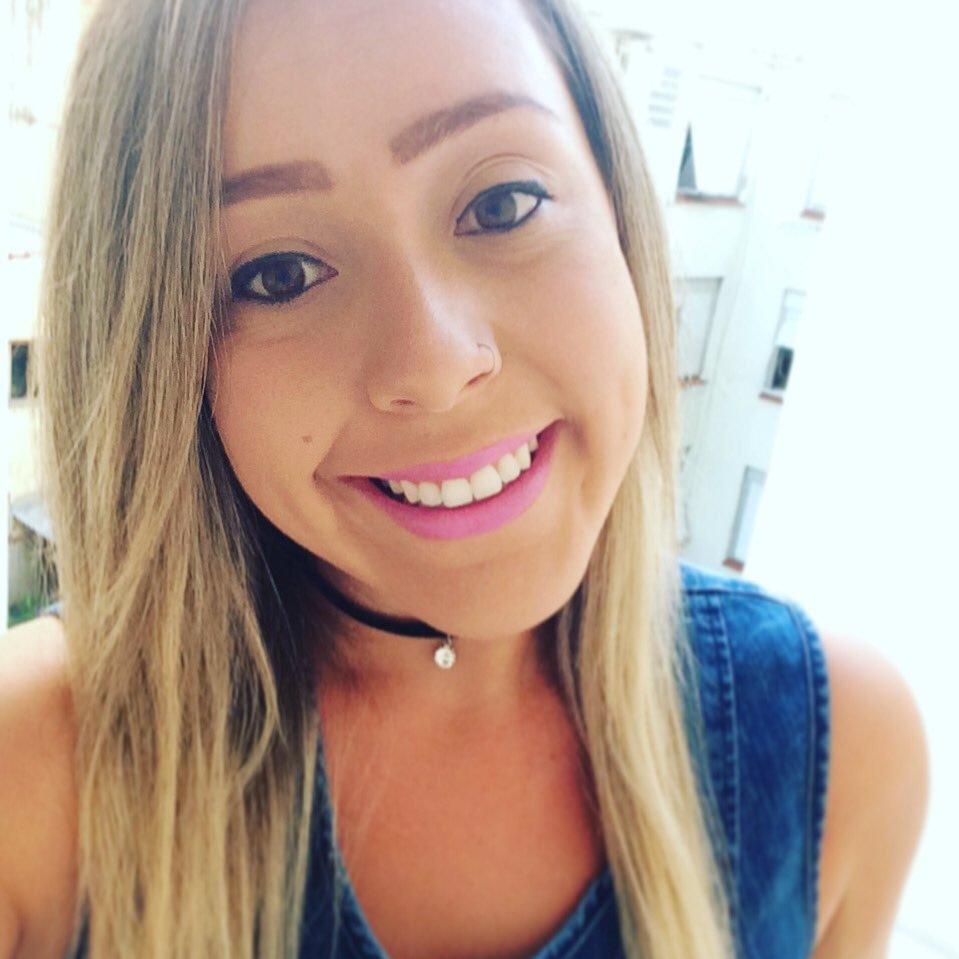 Larissa Assis ( laari assis)   Twitter d3dcc734c5