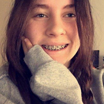 madchen mit zahnspange teen selfie