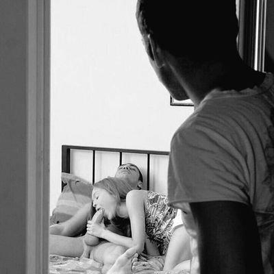 Муж подглядывает за женой с любовником