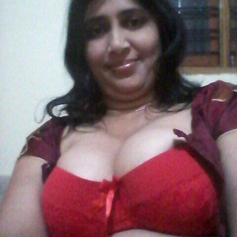 Aunty boobs photos