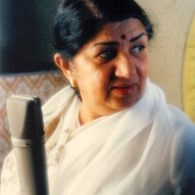 Melody Queen Lata Mangeshkar honoured with 'Legendary Award ' 2017