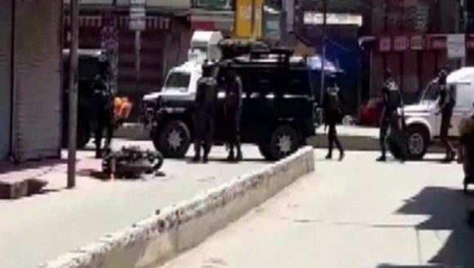 जम्मू कश्मीर के बारामूला जिले में आतंकवादियों का हमला, 2 पुलिसकर्मी और 2 नागरिक मारे गये
