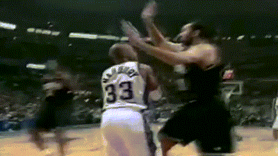 #Starbury with the fake pass to himself!...