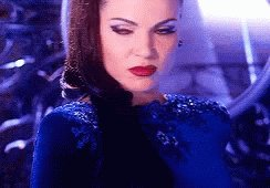 The evil queen doesn't play! You rule @LanaParrilla #OnceUponATime https://t.co/Pgbk8vpzND