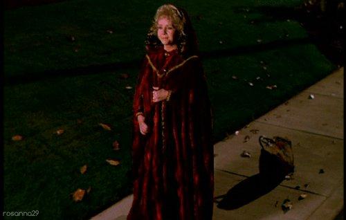 2016, please don't take our favorite TV grandma Debbie Reynolds away from us. Sending prayers to Debbie!