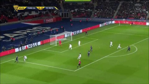 Hatem Ben Arfa does his defender dirty right here!! 😂 😂 ⚽️ #PSGFCM 🔴🔵...