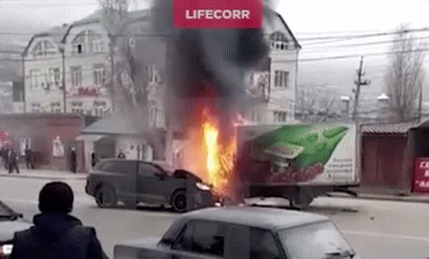 Porsche Cayenne burnt out after road accident in Mahachkala, Dagestan