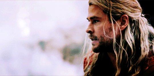 Queria ser o #Thor só pra pegar o controle remoto assim! 😂😂😂 #ThorNaGl...