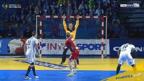 phenomenal Omeyer qui bloque carrement le peno #Handball2017 #Phenomen...
