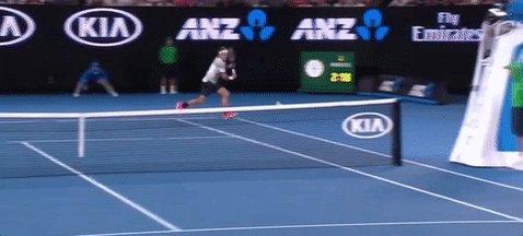 Mientras dormías, Australia ardió (?): Mischa Zverev le ganó a Murray y Federer sacó a Nishikori con tiros así. https://t.co/3a0B1czZtB
