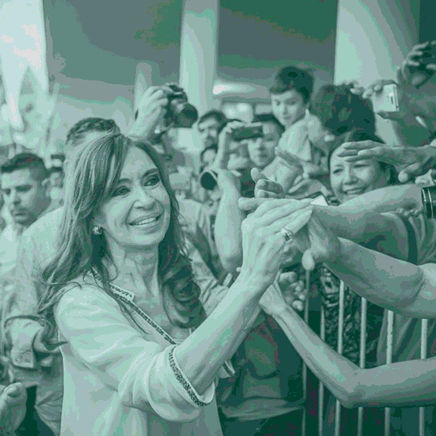 Feliz cumple compañera ✌ @CFKArgentina #CristinaCumple https://t.co/Um...