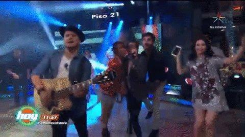.@piso21music cantando #MeLlamas en el foro 16 de Televisa  #DeMiInfan...