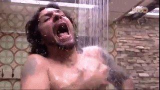 Quando você vai entrar no banho e a água está MUITO gelada/quente... https://glo.bo/2jfi0ZQ #RedeBBB #BBB17
