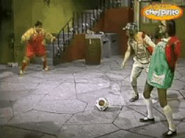 Quem inventou o pênalti com paradinha? ( ) Pelé  ( ) Neymar Jr.. ( ) Leo Messi ( ) Cristiano Ronaldo (X) Chaves